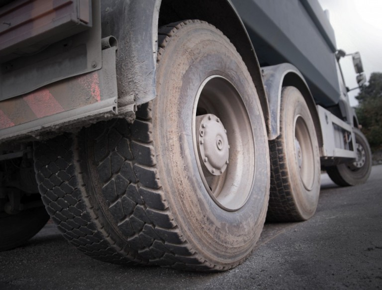 HOW TO EXTEND THE LIFE OF COMMERCIAL TRUCK TIRES
